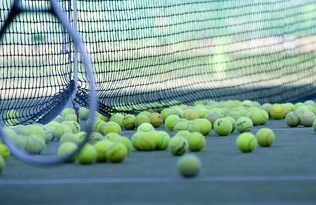 tennis balls hopper
